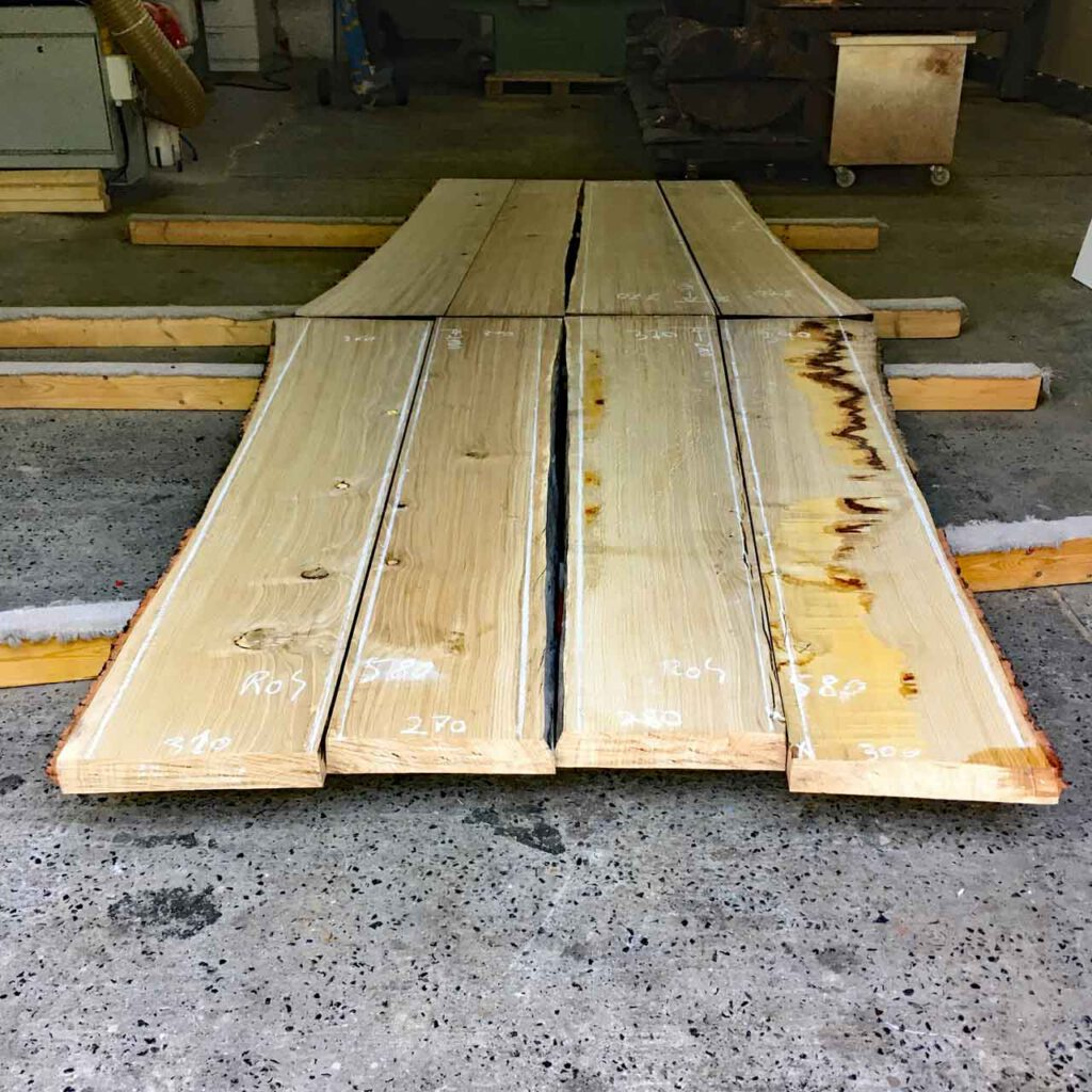 Butterfly Konferenztischplatte noch Massivholzbohlen
